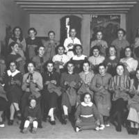 Grup de noies teixint mitja_624