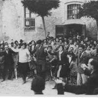 Sardanes al pati de l'Escola Dominical 1927_799